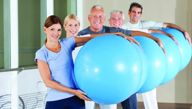 Exercise class with fitness balls