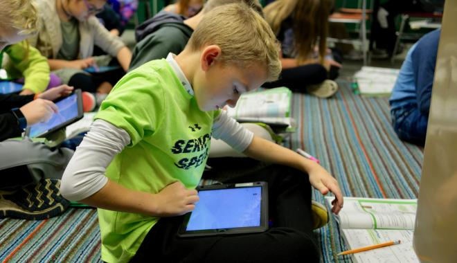 Discovery student with an electronic tablet